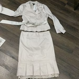 NWT Kenzie Taupe Suit.